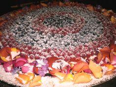 Torta nuziale con frutti di bosco  www.guidilenci.com