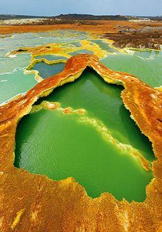 ❖ Piscinas de azufre en Danakil, foto de George Steinmetz