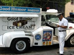 ice cream trucks That bell brought the kids a running! Ice Cream Seller, Good Humor Ice Cream, Ice Cream Man, Detroit History, Vintage Ice Cream, White Truck, Long Island Ny, Sweet Memories, Childhood Memories