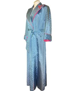 vintage robe 1950's quilted pattern.  a beautiful turquoise with pink trim in size large on Ruby Lane  #rubylane #robe #quiltedRobe