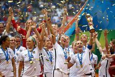 Die USA haben sich eindrucksvoll für die Endspiel-Niederlage 2011 gegen Japan revanchiert und sich 2015 zum dritten Mal nach 1991 und 1999 den Titel bei der Fußball-Weltmeisterschaft der Frauen gesichert.
