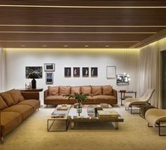 Merging minimalistic lines with open natural lighting, this Sao Paulo apartment manages to avoid the minimalist trap of looking sterile. Living Room Carpet, Formal Living Rooms, Living Spaces, Shabby Chic Style, Home Design, Design Ideas, Lampe Decoration, Latest House Designs, Sofa Colors