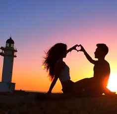 Wedding Pictures Poses Beach Ideas - Fushion News Wedding Picture Poses, Wedding Pictures, Love Images, Love Photos, Love Wallpapers Romantic, Lovers Pics, Couple Silhouette, Couple Painting, Silhouette Photography