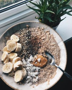 Quinoa bowls always comin in clutch 👊 I've said previously that I *usually* cook up a big batch of quinoa at the beginning of the week so I… Healthy Snacks, Healthy Eating, Healthy Recipes, Clean Recipes, Whole Food Recipes, Food Goals, Aesthetic Food, Breakfast Bowls, Food Inspiration