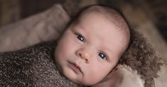 Not sure what to bring to a baby shower? Skip the overly priced gifts and make one of these DIY baby shower gifts. It's more thoughtful AND affordable. Cute Baby Photos, Baby Images, Portrait Photography Tips, Newborn Photography, Diy Baby Gifts, Baby Shower Gifts, Baby Portraits, Baby Health, Baby Monitor
