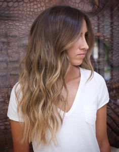 brown hair 50 Ideas of Light Brown Hair with Highlights for 2019 - Hair Adviser Brown Auburn Hair, Brown Hair With Blonde Highlights, Brown Hair Balayage, Hair Highlights, Honey Highlights, Blonde Highlights Underneath, Blond Brown Hair, Bayalage Light Brown Hair, Light Brown Highlights