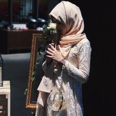 """Shirin Al Athrus di Instagram """"reminiscing... 🌹✨"""""""