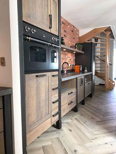 Kitchen Cabinet Design, Kitchen Cabinets, Industrial Furniture, Home Furniture, Urban Kitchen, Cook Up A Storm, Kitchen Supplies, House Rooms, Bathroom Interior