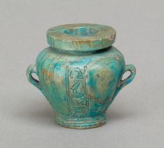 Staetite toilet vaseInscriped with the name of sealbearer Kemes (last 3 readable sign from bottom). The vase was used to contain kohl, or black eye-paint. It is 3.3cm high and 3.1cm in diameter.From Lisht, Memphite area, Upper Egypt.Egyptian, Middle Kingdom, dynasty 12, 1850 - 1775 BC.Source: Metropolitan Museum