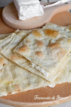 Focaccia di Recco Food And Drink, Appetizers, Bread, Ethnic Recipes, Pane Pizza, Italy, Noodle, Savory Snacks, Breads