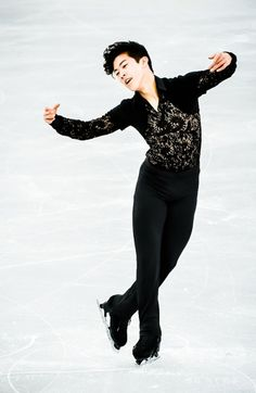 Nathan Chen - a portrait of grace. Olympic Ice Skating, Figure Skating Olympics, Figure Skating Costumes, Roller Skating, Olympic Athletes, Olympic Sports, Nathan Chen, 2018 Winter Olympics, Hot Asian Men