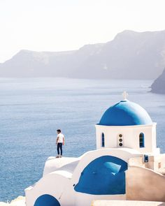 Santorini Cyclades Greece... Photo from @davidgonzalezpita! Check his beautiful gallery... No words can describe what you feel when you visit this place! Tag a friend to share this breathtaking view!