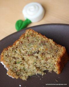 Saftiger Zucchini-Nuss-Kuchen,  evtl weniger Zucker. Ist sehr süss.