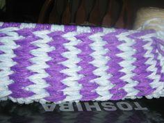 comment tricoter des pantoufle en phentex Crochet, Friendship Bracelets, Augmentation, Slippers, Blanket, Knitting, Marie, Plushies, Tuto Tricot