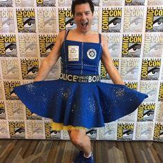 "Gefällt 63.1 Tsd. Mal, 887 Kommentare - John Barrowman MBE (@johnscotbarrowman) auf Instagram: ""Love my ""Bigger on the Inside"" dress from Comic-Con International and want one of yourself? Hit the…"""