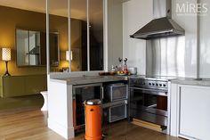 cuisine comptoir vitré pour separer de lentrée mais garder la lumière