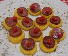 Canapés de Polenta com Linguiça e Pimenta Biquinho - Na Biroskinha