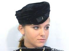 Ancien chapeau bibi velours noir et boucle, modèle Anny de Paris.