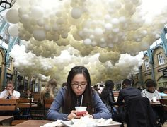 Photos: A beautiful, ethereal installation of 100,000 balloons comes to London's Covent Garden - Quartz