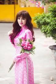 áo dài và hoa sen
