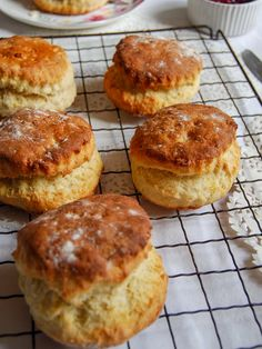 Would you love to make light, fluffy, tall scones? Look no further – Paul Hollywood's best fluffy scone recipe is the one! It's that time of year again folks…the new series of The Great British Bake off starts tomorrow night on I can't … Scones Recipe Uk, Perfect Scones Recipe, Best Scone Recipe, Paul Hollywood Recipes Pies, British Biscuit Recipes, British Recipes, How To Make Scones, Baking Recipes, Scone Recipes