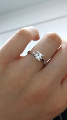 415a1f6234e1 I am selling this beautiful and classic princess cut solitaire diamond ring  with 0.75 carat and
