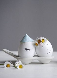 DIYday: 10 DIY ideas for creating Easter eggs - also for children! - It& so easy to get creative at Easter! There are so many adorable DIY ideas for creating East - Easter Egg Designs, Easter Crafts For Kids, Children Crafts, Summer Crafts, Fall Crafts, Christmas Crafts, Ideas Hogar, Easter Holidays, Egg Decorating