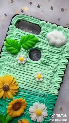 Diy Resin Phone Case, Make A Phone Case, Kawaii Phone Case, Decoden Phone Case, Cute Phone Cases, Diy Arts And Crafts, Fun Crafts, Diy Coque, Matchbox Crafts