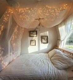 myggnät ljusslinga över sängen
