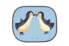 Auto Sonnenschutz Pinguin Liebe aus Kunstfaser  Natur - Das Original von Mr. & Mrs. Panda.  Der einzigartige Sonnenschutz von Mr. & Mrs. Panda ist wirklich etwas ganz Besonderes - er hat die Größe 38x44 cm und wird mit zwei Saugnäpfen ausgeliefert. Im Lieferumfang ist ein Sonnenschutz inkl. 2 Saugnäpfen enthalten.    Über unser Motiv Pinguin Liebe  Das Gefühl verliebt zu sein und seinen Verbündeten gefunden zu haben ist unbezahlbar. Die verliebten Pinguin überbringen für dich eine ganz…