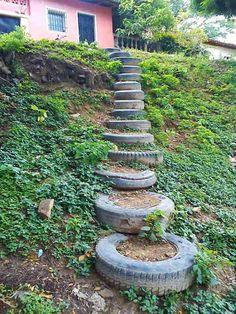 Pneus recyclés en escalier de jardin