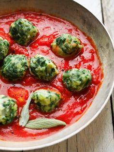 Meatballs in the niçoise Boulettes de blettes a + Veggie Recipes, New Recipes, Vegetarian Recipes, Healthy Recipes, Recipies, I Love Food, Good Food, Ravioli, Masterchef