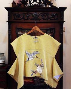 Blouse Batik, Batik Dress, Kids Dress Wear, I Dress, Blouse Styles, Blouse Designs, Korean Blouse, Batik Fashion, Minimal Fashion