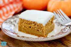 Pumpkin Pie Magic Cake only has 5 ingredients but it tastes completely homemade! It tastes like it is part pumpkin pie and part spice cake! Pumpkin Pie Cake, Best Pumpkin Pie, Pumpkin Dessert, Pumpkin Recipes, Pumpkin Pies, Cake Pops, Berry, Thanksgiving Cakes, Spice Cake Mix