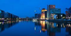 Duisburg (Nordrhein-Westfalen): Duisburg ist eine kreisfreie Stadt und liegt an der Mündung der Ruhr in den Rhein und gehört sowohl der Region Niederrhein als auch dem Ruhrgebiet an. Mit einer Einwohnerzahl von einer knappen halben Million ist sie nach Köln, Düsseldorf, Dortmund und Essen die fünftgrößte Stadt des Landes Nordrhein-Westfalen. Das Oberzentrum am Niederrhein nimmt auf der Liste der Großstädte in Deutschland den Platz 15 ein. Duisburg gehört zum Regierungsbezirk Düsseldorf und…