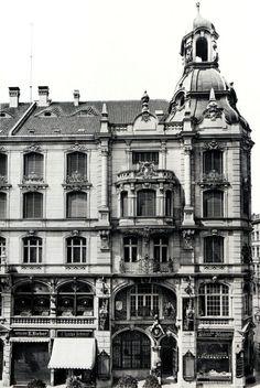 Das Geschäftshaus Friedrichstraße 176–179 wurde 1894 in der Friedrichstraße in Berlin im Stil des Historismus errichtet.  Am 27. Januar 1895 wurde im Gebäude die Gastwirtschaft Zum Weihenstephan eröffnet, die ihren Namen nach der Pächterin, der Staatsbrauerei Weihenstephan erhielt.