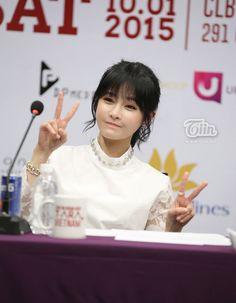 """Với vẻ noài rạng rỡ và cực kì thân thiện, 6 cô nàng T-ara khiến fan Việt """"đổ rầm rầm"""" ^^!"""