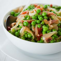 Flavorful PEAS WITH PROSCIUTTO, TOMATOES, AND ONIONS great base to ...
