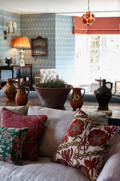 Soho Farmhouse - a countrified version of London& Soho House in the Cotswolds Soho House London, Soho House Barcelona, London Eye, My Living Room, Home And Living, Soho Soho, Country Farmhouse Decor, Farmhouse Ideas, Farmhouse