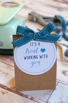 It's a Treat Working With You Gift Tags Employee Appreciation Gifts, Employee Gifts, Volunteer Appreciation, Gifts For Employees, Craft Gifts, Diy Gifts, Volunteer Gifts, Work Gifts, School Gifts