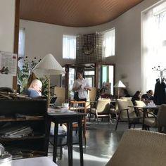 Le café Prückel offre une belle halte à Vienne ©JoliVoyage / #Vienne #Wien #Vienna #tourisme #voyage @_Autriche_ @ViennaInfoB2B Furniture, Home Decor, Vienna, Pretty, Tourism, Decoration Home, Room Decor, Home Furnishings, Home Interior Design