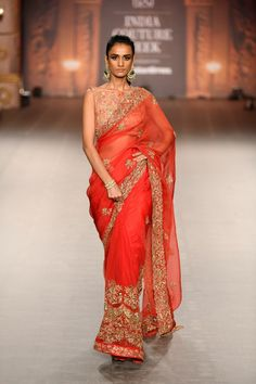 Red Color Designer Wedding Saree Online from India Couture Week For more details please contact us through WhatsApp Stylish Dresses, Trendy Outfits, Fashion Dresses, Wedding Lehnga, Marathi Bride, Shyamal And Bhumika, Wedding Sarees Online, Elegant Saree, Saree Look
