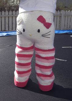 DIY Hello kitty knitted infant pants pattern by Kristine Jorskogen. Knitting For Kids, Crochet For Kids, Baby Knitting, Knit Crochet, Baby Kind, My Baby Girl, Cute Kids, Tutu, To My Daughter