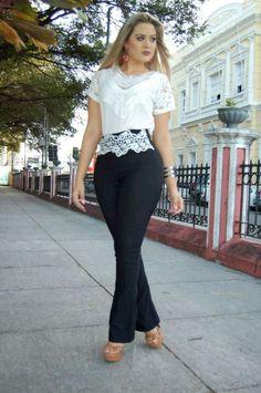 7b10ef2135 12 melhores imagens de Calça jeans colorida conjunto
