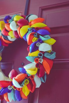 How To Make a Balloon Wreath - Cute door decoration for when you are having a birthday!