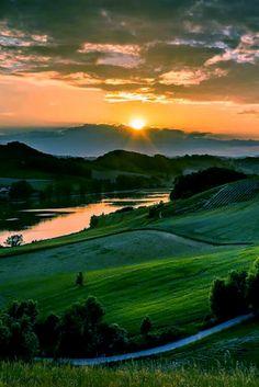 BEAUTIFUL SUNSET TUSCANY, ITALY