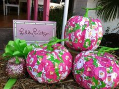 Forget the orange and black for Halloween, decorate pumpkins with pink and green! My First Halloween, Pink Halloween, Holidays Halloween, Halloween Decorations, Pumpkin Decorations, Halloween Stuff, Halloween Ideas, Fall Crafts, Diy Crafts