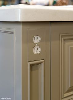 Integrated power outlets in kitchen island. Functionally smart! I love the matching plate too. Kitchen And Bath, Kitchen Reno, Kitchen Pantry, New Kitchen, Kitchen Ideas, Kitchen Island Top Ideas, Kitchen Island Finishes, Kitchen Island Molding, Peninsula Kitchen Design