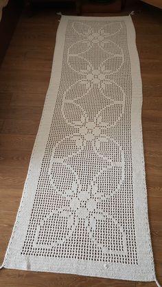 Passadeira / flor Crochet Purses, Crochet Doilies, Crochet Lace, Crochet Stitches, Free Crochet, Crotchet Patterns, Doily Patterns, Crochet Carpet, Shabby Chic Flowers