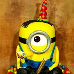 Birthday cake minions Minions Despicable Me, My Minion, Funny Minion, Minions Funny Images, Minions Quotes, Funny Texts, Funny Jokes, Epic Texts, Michael Jackson Cake